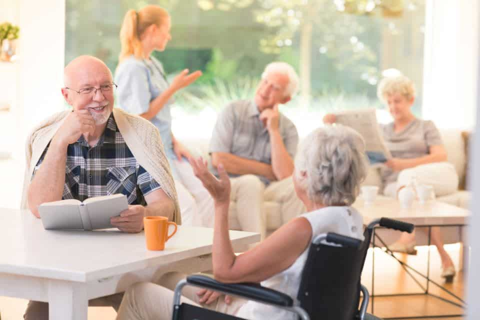 Encouraging Your Relative to Move to a Retirement Community: The Benefits