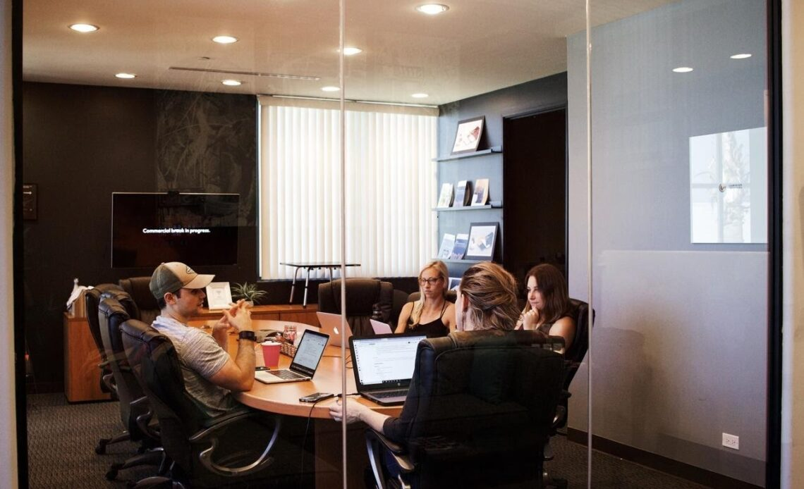 4 Ways on How to Conduct Effective Business Meetings